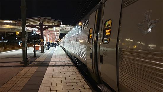 Tåg vid Resecentrum i Skövde