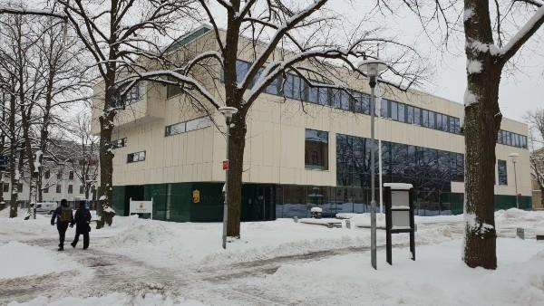 Skaraborgs Tingsrätt i vintermiljö