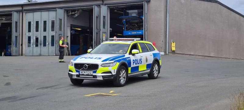 Polisbil hos Nobinas bussterminal i Mariesjö